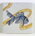 carreau décoré motif poisson bleu peint à la main - Salernes